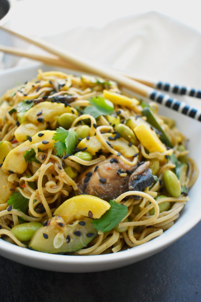 GINGER EDAMAME NOODLES WITH VEGGIES
